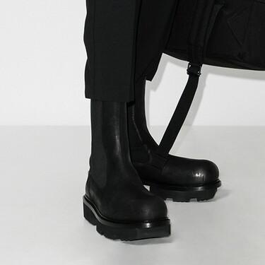Clonados y pillados: las botas chelsea de Rick Owens aterrizan en Bershka con su suela XL