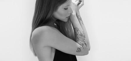 Existe un tatuaje temporal que en realidad es un perfume, y es perfecto para ver (y oler)