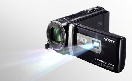 A la videocámara Sony PJ740V le colocan un mejor proyector