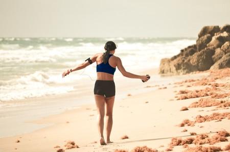Entrenamiento funcional: una rutina que puedes hacer en la playa