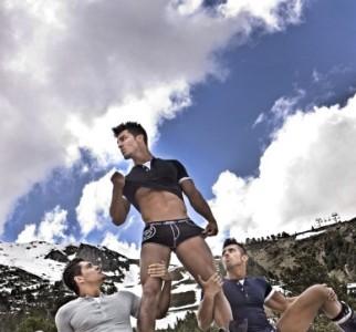 Mucho hombre suelto en la nueva campaña de ropa interior ES Collection Barcelona