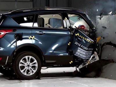 Ford Escape y Mitsubishi Outlander Sport reprueban el crash test de IIHS