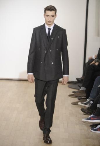 Raf Simons, Otoño-Invierno 2010/2011 en la Semana de la Moda de París, cruzada
