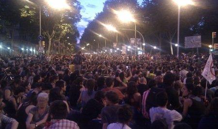 Barcelona bloquea el acceso al Parc de la Ciutadella hasta el jueves frente a 5.000 indignados