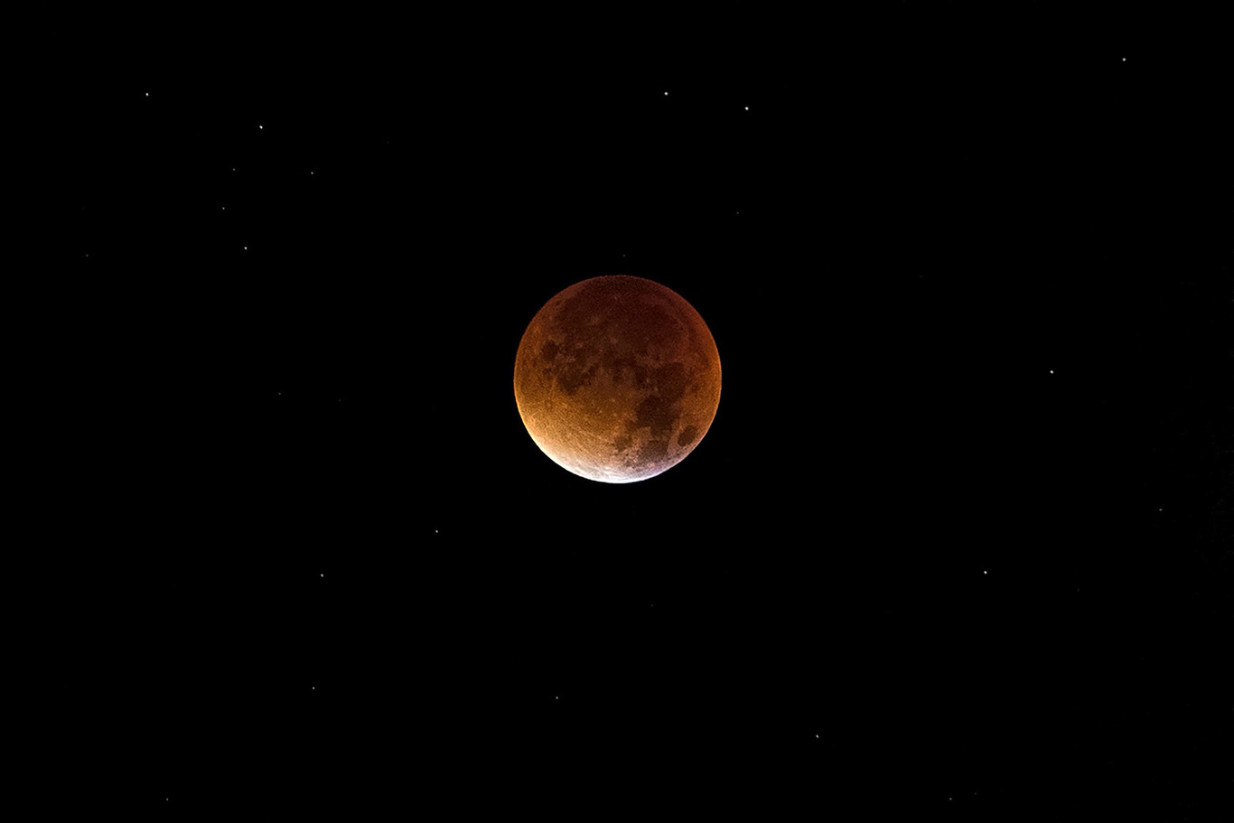 Cómo fotografiar la espectacular «Luna roja»: consejos, trucos y material necesario