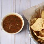 Salsa tatemada de chiles jalapeños, jitomates y hoja santa. Receta mexicana sencilla