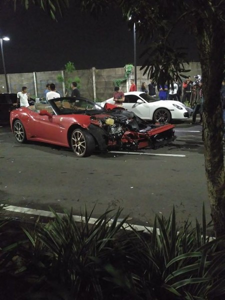 Ferrari California T Crash And Porsche Cayman 2017 630x840