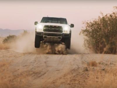 Video: El Ford F-150 Raptor 2017 es capaz de cazar en lodo, nieve y arena