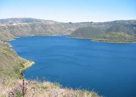 El baño purificador en la laguna volcánica de Cuicocha
