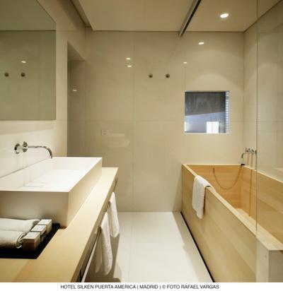 hotel puerta América - Isozaki- baño