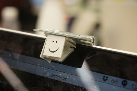 Este accesorio cuesta menos de 1 euro y convierte la pantalla del MacBook en táctil