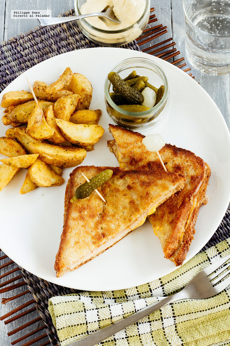 Sándwich capeado de jamón y queso. Receta fácil