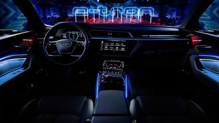 Audi e-tron, su futurista habitáculo, al descubierto
