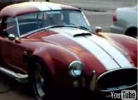 Mujer conduciendo un Shelby Cobra 427 de 1967: maldita sea, tenía que ocurrir