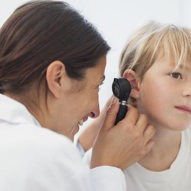 Uno de cada cuatro niños es atendido por un médico de familia, ¿por qué faltan pediatras en España?