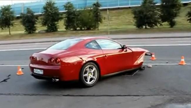 Ferrari 612 Scaglietti partido en dos en Moscú