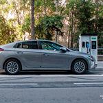 Cargar el coche eléctrico en Barcelona dejará de ser gratis el 18 de enero, y el precio será variable