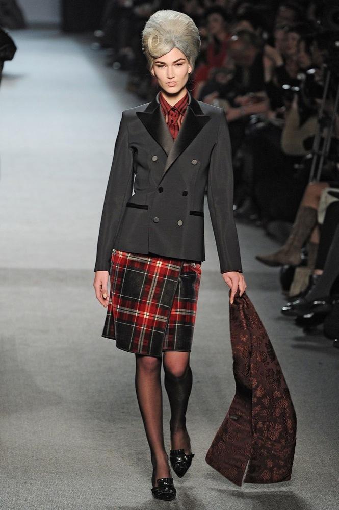 Foto de Jean Paul Gaultier Otoño-Invierno 2011/2012 en la Semana de la Moda de París: el lado sexy del estilo ladylike (23/27)