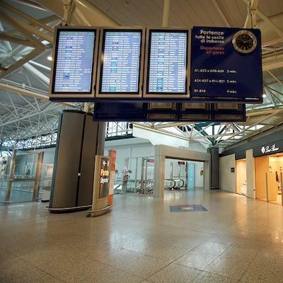 Roma: un periodista se coló en su aeropuerto y dejó en duda su seguridad