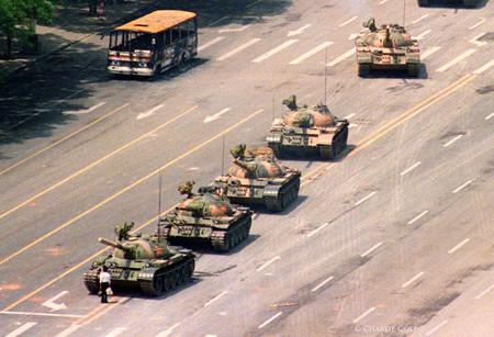 Charlie Cole, uno de los autores de la famosa fotografía de Tiananmen, ha muerto en un verano maldito para los fotógrafos