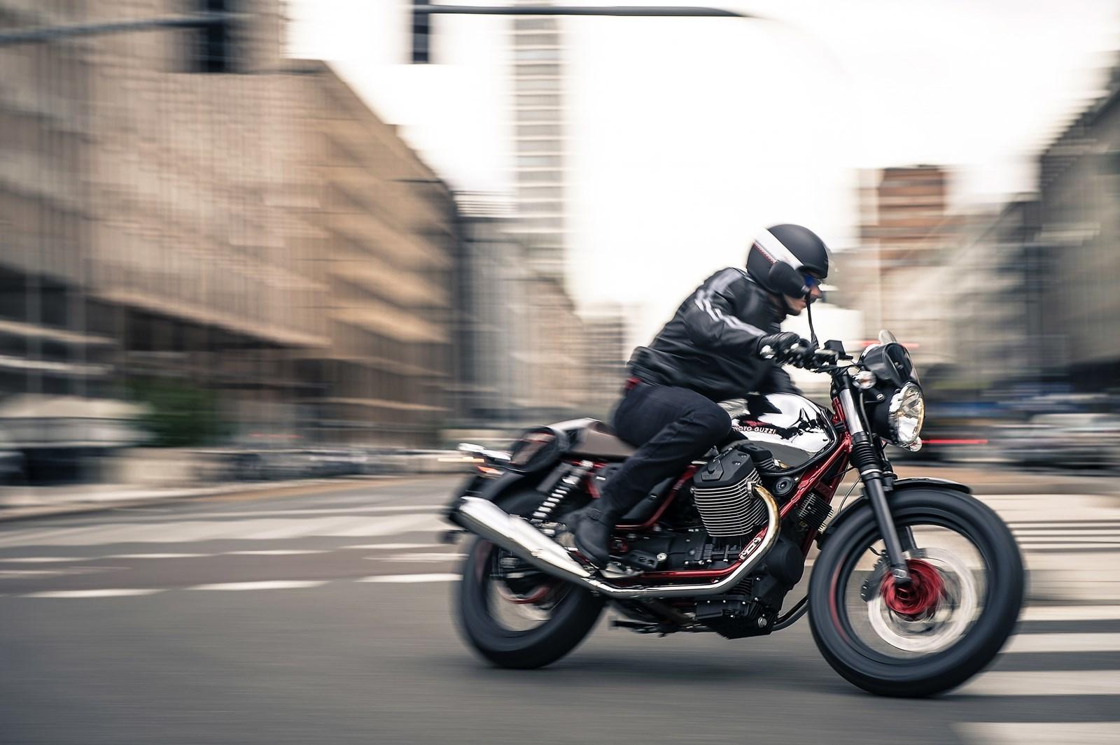 Foto de Moto Guzzi V7 Racer (41/49)