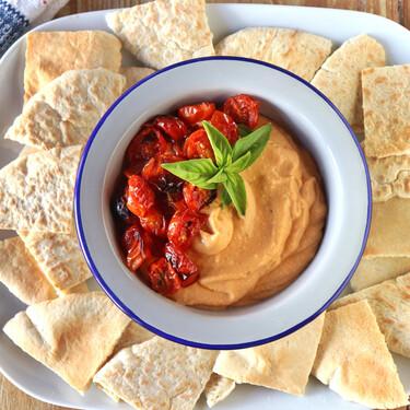 Hummus de tomates cherrys asados, la mejor receta para el aperitivo
