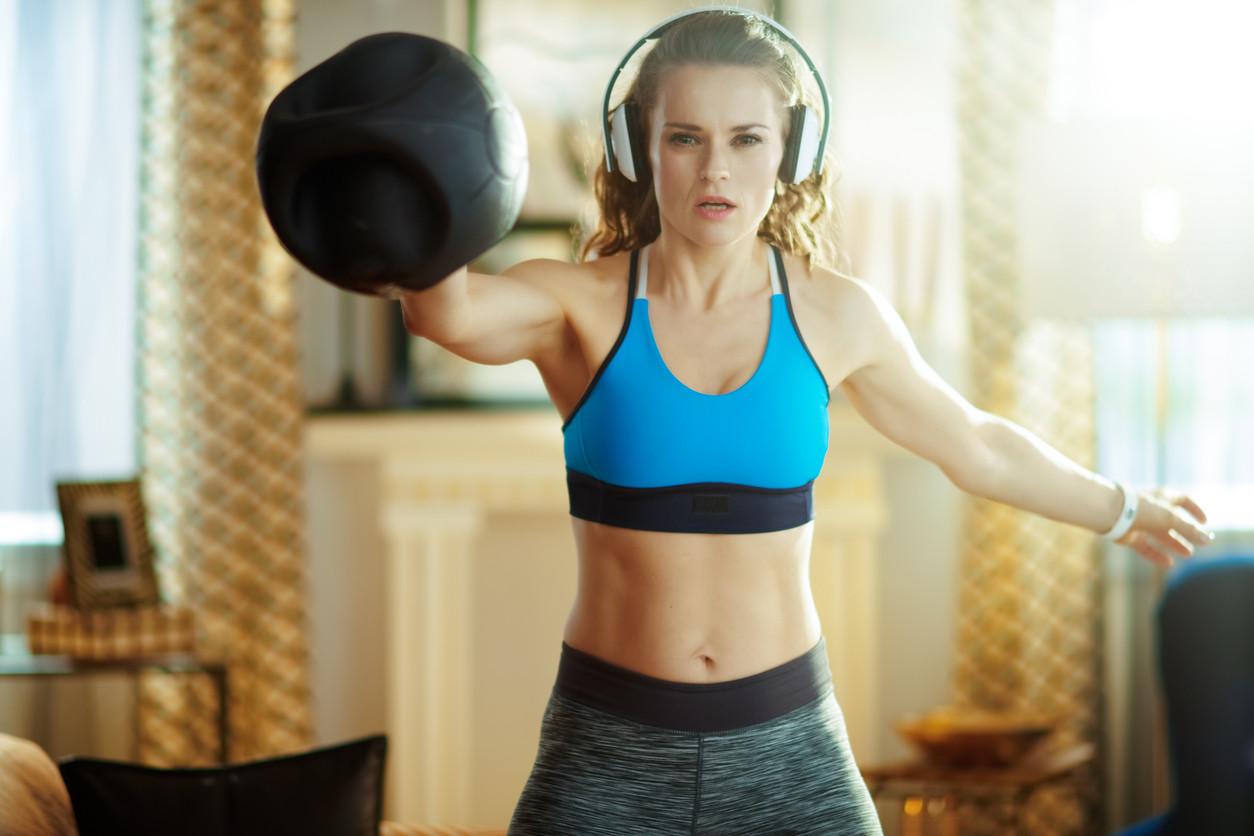 Entrenamiento metabólico: un circuito que puedes hacer en casa con una kettlebell para ponerte en forma en...