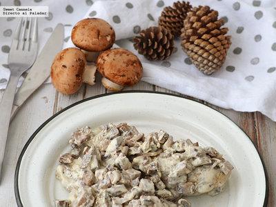 Pechugas de pollo con salsa cremosa de champiñones. Receta