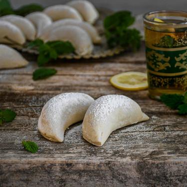 Así se hacen los cuernos de gacela, receta dulce tradicional de Marruecos (con vídeo incluido)