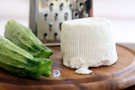Requesón: el falso queso que puede ofrecer muchas proteínas y menos grasas