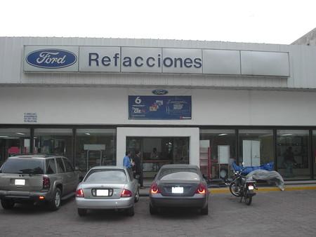 Averiguamos los precios y disponibilidad de las refacciones más buscadas de los autos más populares de México