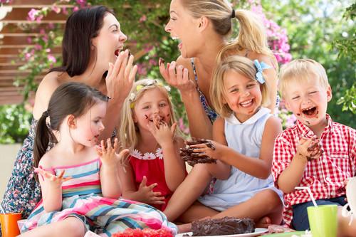 Cómo encontrar otras mamás cuando eres la única de tu grupo de amigas con hijos