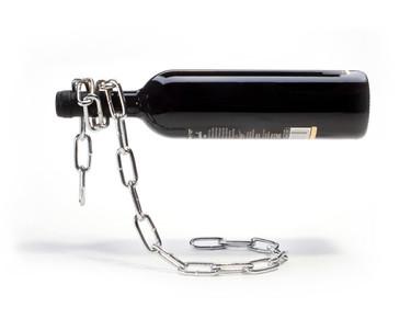 La cadena botellero: una original manera de presentar el vino