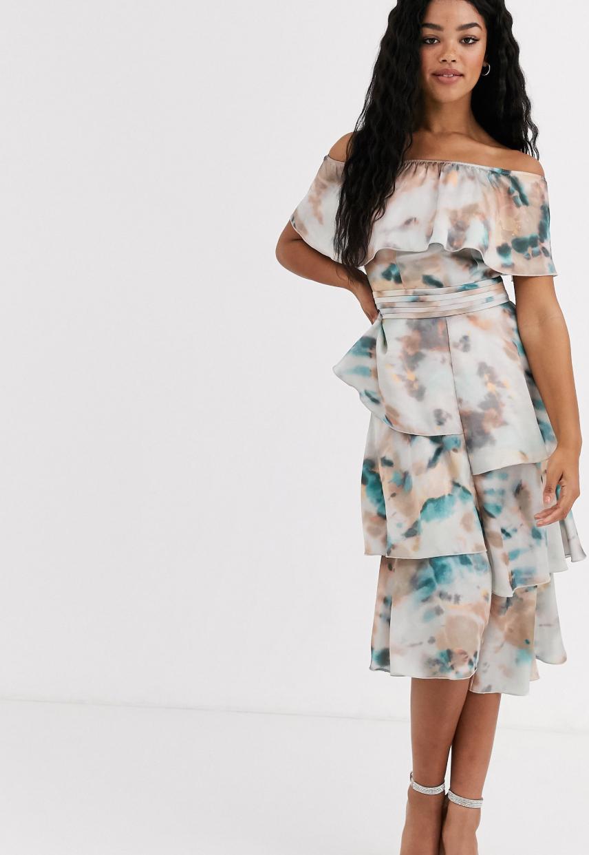 Vestido vaporoso con escote Bardot y estampado marmolado de Little Mistress