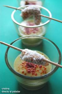Chupito de calabacín al tandoori masala y brochetas de gambas con tamarindo y coco. Receta