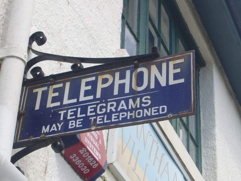 El telegrama sigue vivo (que no coleando): quién lo usa y por qué en España