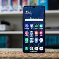 Samsung se inventa un panel táctil virtual para facilitar el uso del móvil con una mano: así puedes instalarlo
