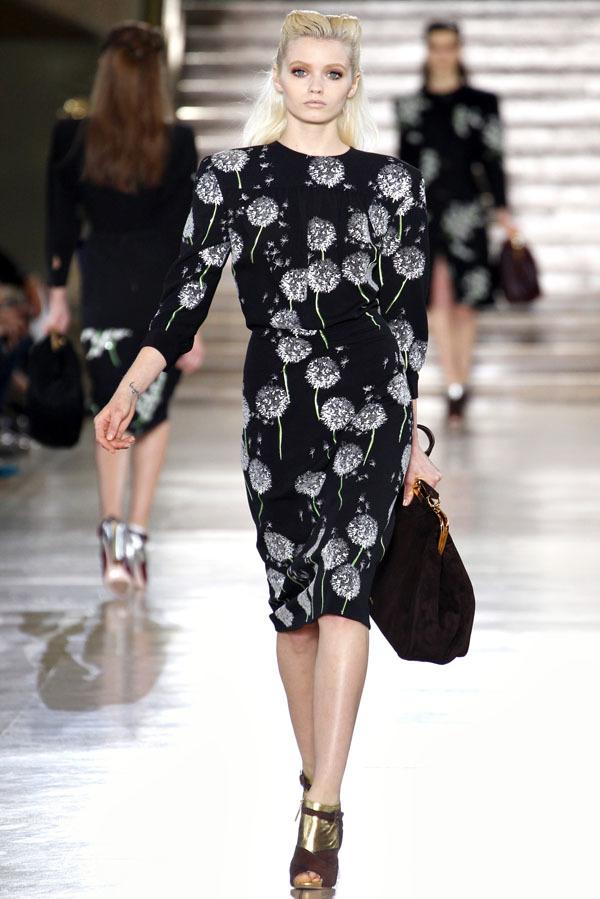Foto de Miu Miu Otoño-Invierno 2011/2012 en la Semana de la Moda de París: Miuccia Prada al rescate (5/20)
