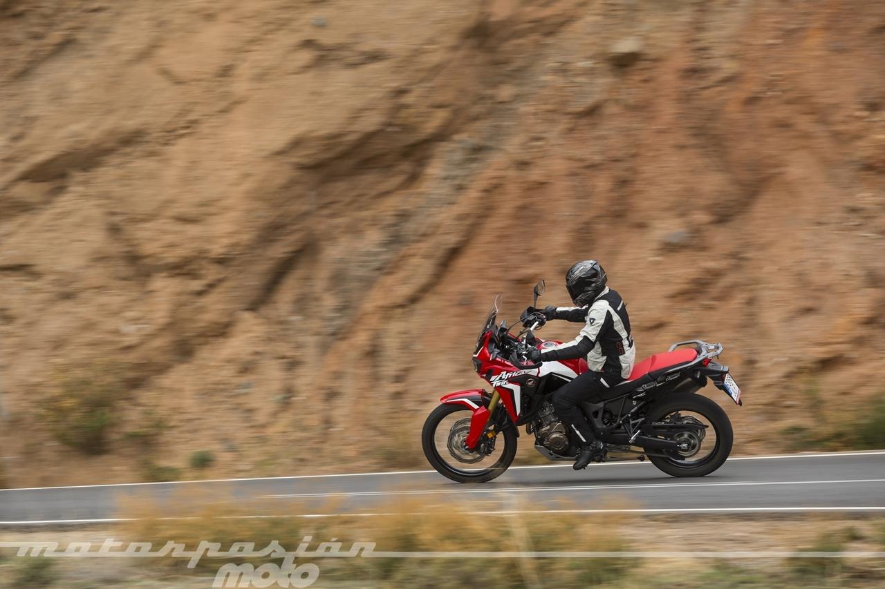 Foto de Honda CRF1000L Africa Twin carretera (11/23)