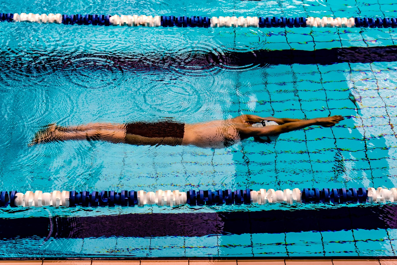 La piscina no solo es para el verano: todos los beneficios que te aporta practicar natación (aunque sea en la...