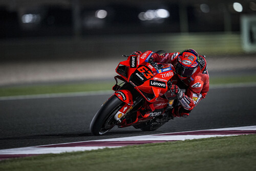 ¡Colosal! Pecco Bagnaia bate el récord de Losail, Ducati rueda a 362 km/h y Valentino Rossi aprovecha su rueda