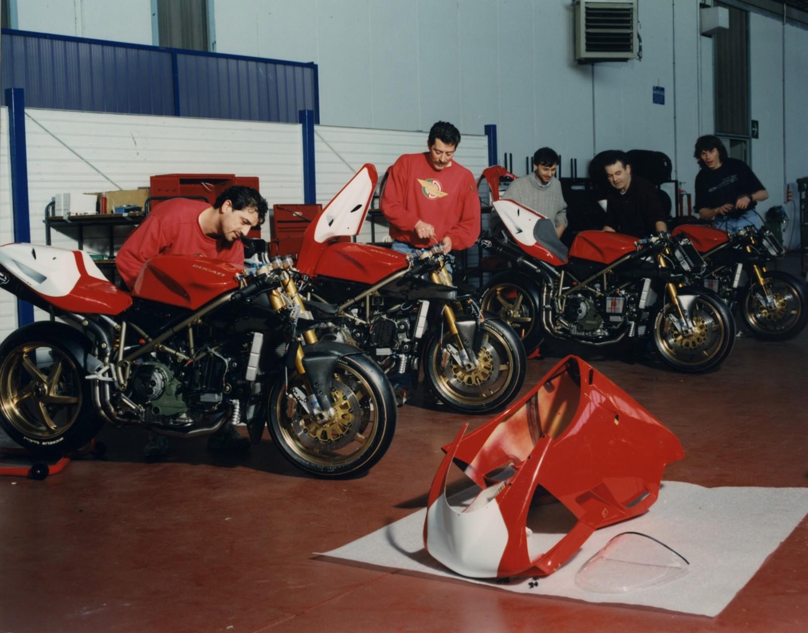 Foto de Ducati Panigale V4 25° Anniversario 916 (42/73)