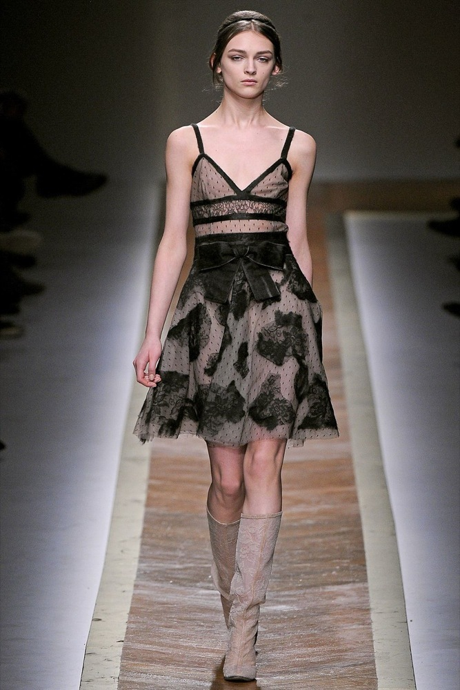 Foto de Valentino Otoño-Invierno 2011/2012 en la Semana de la Moda de París: la moda está triste (4/23)