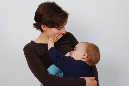 La lactancia materna mientras se introduce el gluten puede llegar a disminuir en un 60 por ciento el riesgo de ser celíaco