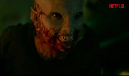 'Cielo rojo sangre': vampiros en un avión contra terroristas en el sorprendente tráiler de la nueva película de terror de Netflix