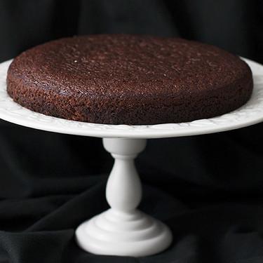 Esta es la fantástica receta de bizcocho de chocolate esponjoso que te querrán copiar todos