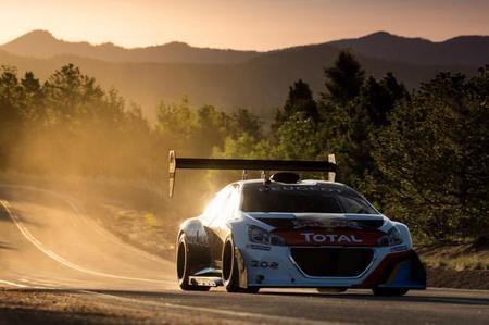 Peugeot celebra el aniversario del récord de Pikes Peak con un vídeo