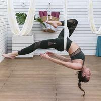 AntiGravity Yoga, el deporte molón para practicar este verano y mantenerse en forma