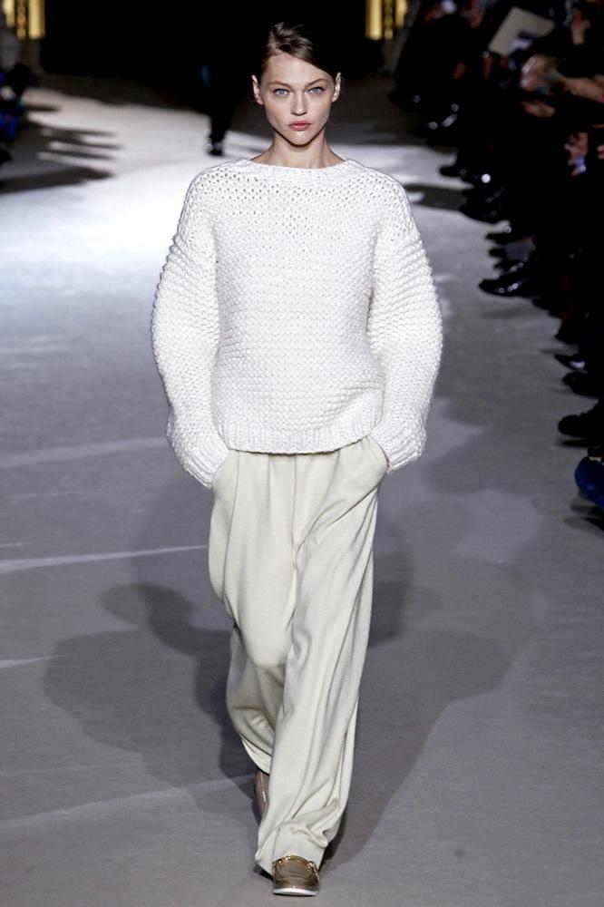 Foto de Stella McCartney Otoño-Invierno 2011/2012 en la Semana de la Moda de París:  (19/25)