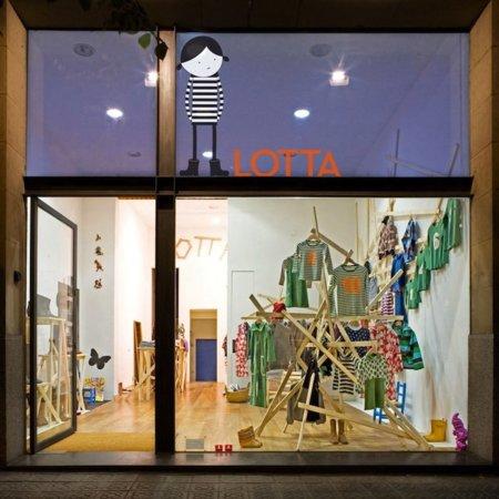 lotta-00-091102.jpg